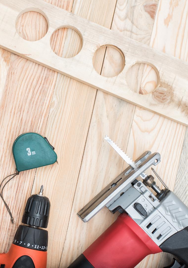 Manual Tools Versus Power Tools